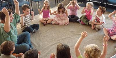 Kisgyermekgondozó, -nevelő tanfolyam